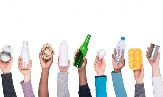 Apprendre à décrypter les logos de recyclage plastique